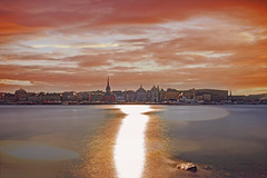 rosso svedese (f4b1u5) Tags: cityscape sunsetphotography sunsetlight water sunflare architecture city red redsky