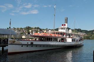 Dampfschiff DS Uri ( Baujahr 1901 - Ältester aktiver Raddampfer der Schweiz ) auf dem Vierwaldstättersee ( Lac des Quatre-Cantons - Lago dei Quattro Cantoni ) in der Zentralschweiz - Innerschweiz der Schweiz