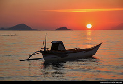 Sunset, Labuan Bajo, Flores, Indonesia (JH_1982) Tags: outrigger boat fishing island islands beach strand boot sky yellow orange red sun glow silhouette silhouettes pacific ocean water waves sunset ocaso sonnenuntergang coucherdesoleil pôrdosol tramonto закат zonsondergang zachódsłońca solnedgång solnedgang auringonlasku apus залез matahariterbenam mặttrờilặn 日落 日没cloud clouds cloudy wolken evening abend dusk labuan bajo labuanbajo ラブハンバジョ nusa tenggara flores 弗洛勒斯岛 フローレス島 플로레스섬 флорес indonesia indonesien indonésie 印度尼西亚 インドネシア 인도네시아 индонезия