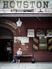 Houston Street, New York (pàmies photo) Tags: artwork photo photography artisticphoto artisticphotography houston houstonstreet street streetart town city urban holidays summer travelphotography travel travelling manhattan newyork newyorkcity iloveny ilovenewyork human