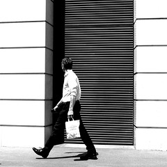 Behind the black band (pascalcolin1) Tags: paris13 homme man bande band stripe mur wal noir black sac bag photoderue streetview urbanarte noiretblanc blackandwhite photopascalcolin 50mm canon50mm canon