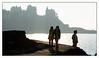 Coucher de soleil sur Dinard / Sunset on Dinard's coast (christian_lemale) Tags: dinard coucher soleil sunset côte coast mer sea maisons houses silhouettes personnes people france nikon d7100