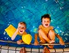 Bambini al mare o in piscina: quali sono gli accessori migliori? Braccioli o ciambella? (Cudriec) Tags: bambinialmare braccioli ciambella consigli informazioni mare