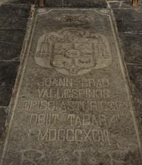 Astorga (León-España). Catedral. Lápida sepulcral del obispo Grau Vallespinós (santi abella) Tags: astorga león castillayleón españa catedraldeastorga heráldica escudos