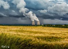 CNPE Belleville sur Loire sous l'orage (touflou) Tags: cnpe centaledebellevillesurloire nucléaire électricité orage groupenuagesetciel