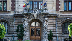 2018 - Romania - Bucharest - The Ministry of Agriculture and Rural Development of Romania (Ted's photos - Returns 23 Jun) Tags: 2018 bucharest nikon nikond750 nikonfx romania tedmcgrath tedsphotos vignetting rețeauanaționalădedezvoltarerurală theministryofagricultureandruraldevelopmentofromania ministerulagriculturiișidezvoltǎriirurale doors doorway windows arches flags romanianflag building entrance red redrule