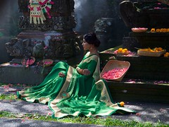IMGP4219 The beautiful green model at Pura Taman Saraswati (Claudio e Lucia Images around the world) Tags: pura taman saraswati ubud temple indu bali indonesia indutemple insonesia religion asia sacredplace holyplace pentax model modella sari beauty girl lady ladymodel flowers shot fashion k30 pentaxk30 pentax18135 fashionshot green smoke indianlady indian