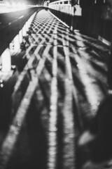 zigzag (mripp) Tags: art vortage retro old abstract night street black white mono monochrom sony voigtlaender 40mm zickzack crisscross