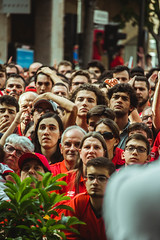_MG_0477 (sergiopenalvagonzalez) Tags: rcdmallorca futbol football ball people ambiente palma palmademallorca aficion pasion rojo negro ib3 diariodemallorca sergiopenalvagonzalez sergiopenalvag gente emocion nervios ascenso alegria
