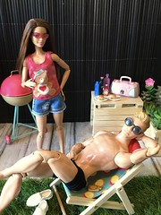 Ti colpirò con la spatola. (MaxxieJames) Tags: bastian hunter vittoria belmonte barbie ken mattel doll dolls bbq barbecue diorama fashion fashionista made move
