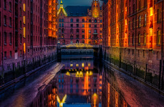 An evening in hamburg (14) (Piotr Stachowiak) Tags: a18 architecture germany hamburg le land light may mayo primavera scapes speicherstadt springtime cityscape longexposure night nightscape noche reflection view water waterreflection