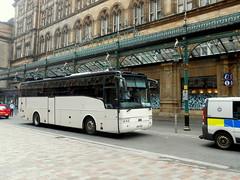 KRZ 7552, Volvo B12B Van Hool Alizee (miledorcha) Tags: mackenzie bus ltd bellshill coakley volvo b12b van hool alizee t9 krz7552 yj03gxw dunn line nottingham violia transport rail replacement glasgow central scotrail psv pcv scotland independent station city