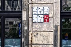 DZZ/ZZH (roberke) Tags: signes tekens muur wall facade house huis window ramen vensters reflections reflecties red rood outdoor buiten