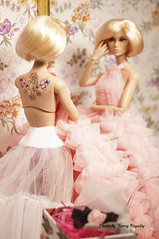 Flower In the Mirror (Ferry R.) Tags: poppyparker poppy parker signofthetimespoppyparker sign times miss amour fashionroyalty fashion royalty integritytoys integrity toys barbie barbiedoll doll dolls dollcollector dollphoto dollcollection pink flowers dress collection collector blond blonde blondy tatoo color