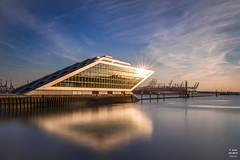 Dockland Sunset (Tobias Neubert Photography) Tags: hamburg altona sonne sun spiegelung reflection reflexion hafen harbor harbour docks sonnenuntergang sunset farben colors colorful schiff schiffe ship ships reise travel deutschland germany dockland