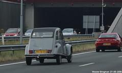 Citroën 2CV 1986 (XBXG) Tags: ph78fh citroën 2cv 1986 citroën2cv 2pk eend geit deuche deudeuche leidsche rijntunnel tunnel a2 utrecht nederland holland netherlands paysbas youngtimer old classic french car auto automobile voiture ancienne française vehicle outdoor