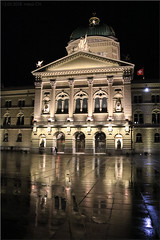 recently in the evening at the Federal Square (Bernergieu) Tags: bern switzerland bundeshaus federalpalace night nacht regen rain architecture architektur