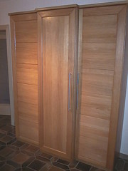 "Garderobenschrank Eiche massiv geölt • <a style=""font-size:0.8em;"" href=""http://www.flickr.com/photos/162456734@N05/42685058862/"" target=""_blank"">View on Flickr</a>"