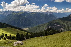 Sguardo in valle (cesco.pb) Tags: valdifassa dolomiten dolomiti dolomites alps alpi trentino valduron italia italy montagna mountains canon canoneos60d tamronsp1750mmf28xrdiiivcld colrodella