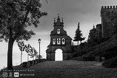Arco hito entrada al Castillo (loscar20) Tags: blackandwhite blancoynegro black white spain españa huelva andalucia aracena mono art street photography sony a6000 travel