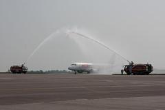 F-HBXB Embraer ERJ-170STD HOP! (corkspotter / Paul Daly) Tags: fhbxb embraer erj170std 170100 e170 17000250 l2j 3986e1 hop a5 2008 ptsjb 20130331 ork eick cork water canon salute