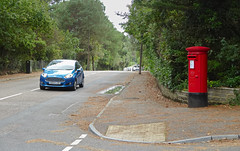 Elizabeth 2 cypher B type post pillar box Anthonys Avenue Poole 07.09.2017 (2) (The Cwmbran Creature.) Tags: g p o gpo general post office street furniture red heritage letter great britain gb