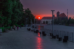 Raining at sunset (Vagelis Pikoulas) Tags: rain rainy raining reflection reflections sun sunset sky skyscape clouds cloudy cloudscape wroclaw poland europe travel street river may 2018 spring canon 6d holidays tamron 70200mm vc