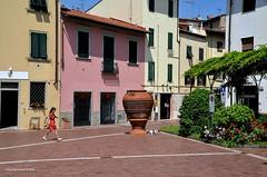 Montelupo Fiorentino. Afternoon dog walk (Chris Maroulakis) Tags: montelupo fiorentino girl dog pottery ceramic nikond7000 chris maroulakis toscana italia 2018