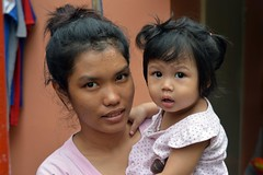 mother and daughter (the foreign photographer - ฝรั่งถ่) Tags: mother daughter khlong lat phrao portraits bangkhen bangkok thailand nikon d3200
