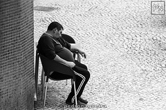 O que tem de ser, tem muita força! (Pedro Nogueira Photography) Tags: pedronogueira pedronogueiraphotography photography blackandwhite monochrome streetphotography people