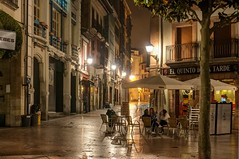 Terraza nocturna (ccc.39) Tags: asturias oviedo calle plaza nocturna noche terraza urbana ciudad edificios gente street city night urban
