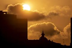 Sol poniente. Gijón. (David A.L.) Tags: asturias asturies gijón varsovia puestadesol sol solponiente