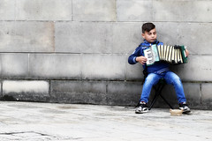 jong geleerd enz .... (roberke) Tags: jongen boy muziek muzikant street straat accordeon muur wall