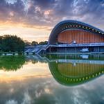 Das Haus der Kulturen der Welt bei Sonnenuntergang - HDR - Balanced thumbnail