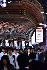 (Vitor Nisida) Tags: tokyo toquio japao japan nihon urbana urban cidade cityscape urbanphotography train trem station estação noturna nightphotography nightslights night