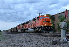 BNSF 9647 west in Montgomery, Illinois on June 6, 2018. (soo6000) Tags: bnsf bnsf9647 9647 sd70mac emd montgomery illinois coalhopper coal mendotasub ecglbtm coaltrain bluehour