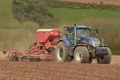 New Holland T7.270 Tractor with a Kuhn Speedliner 4000 Seed Drill (Shane Casey CK25) Tags: new holland t7270 tractor kuhn speedliner 4000 seed drill cnh nh blue spring barley casenewholland belgooly traktor trekker traktori tracteur trator ciągnik sow sowing set setting drilling tillage till tilling plant planting crop crops cereal cereals county cork ireland irish farm farmer farming agri agriculture contractor field ground soil dirt earth dust work working horse power horsepower hp pull pulling machine machinery grow growing nikon d7200