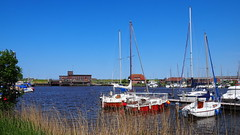 Harlesiel / Ostfriesland (Harald52) Tags: harlesiel ostfriesland niedersachsen segelboote schöpfwerk reise erholung technik