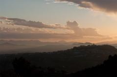tramonto (Michele d'Ancona) Tags: tramonto paese paesino cocuzzolo montagna orizzonte crepuscolo parco cocuzzoli nuvole cielo celo luce oro ombra abitazioni chiesa campanile torre