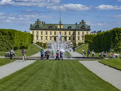 Tourists at Drottningholm Palace, Stockholm -Explored- (PriscillaBurcher) Tags: explored unescoworldheritagesite drottningholmpalace drottningholmsslott stockholm worldheritagesite nicodemustessintheelder sweden l1700025