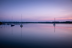 Auf dem See (Chris Buhr) Tags: wörthsee lake ship see boote reflexion mirror landschaft natur landscape nature blau lila purple outdoor summer sommer sonnenuntergang sunset leica m10