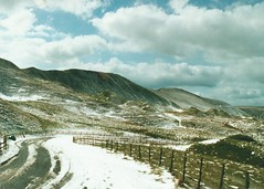pic150 (J_Piks) Tags: 2000 peakdistrict derbyshire snow winter road