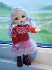 """Me :""""It is wet and windy out there Signe""""  She: """"But I want to go jump in some puddles!"""" (steen76) Tags: sindy happydollfamily knitting miniature ante pukifee fairyland bjd tiny"""