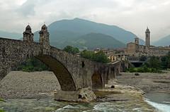 Bobbio-Ponte Vecchio (njk1951) Tags: bridge ponte bobbio italy italia emiliaromagna pontevecchio pontegobbo trebbiariver ancientbridge legend