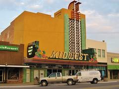 Scottsbluff, Nebraska (Jasperdo) Tags: scottsbluff nebraska roadtrip fadingamerica midwesttheater theater theatre movietheater cinema neonsign neon sign building architecture