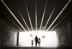 Orange balloons (Angel Valencia) Tags: globos naranja tunel bilbao bilbo family familia