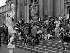 An Egg-Holder in the Crowd (CVerwaal) Tags: blackandwhite metropolitanmuseum performers newyork ny usa olympusem5 mzuiko25mmf18 idemcaeli johanfigueroagonzález livingstatue