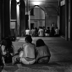 iŭventūs (Fabio Tacca) Tags: iŭventūs gioventù sera blackandwhite youth nikond3300 streetphotography streetphotographers street generazioni generations acofficinafotografica collettivo17 backtothefuture speranze hopes sogni dreams