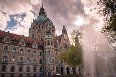 Neue Rathaus in Hannover (GOFOT) Tags: neuerathaushannover hannover canon600d canonefs1855mmf3556isii maschpark niedersachsen wolkenzieher lowersaxony town townhall