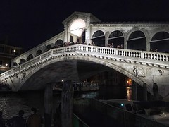 Rialto Bridge (brimidooley) Tags: rialto bridge canal night nuit venice venezia veneto venedig venise italia italy italien citybreak bucketlist sightseeing city travel tourism europe europa laserenissima